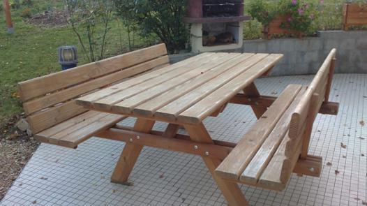 table de jardin bois